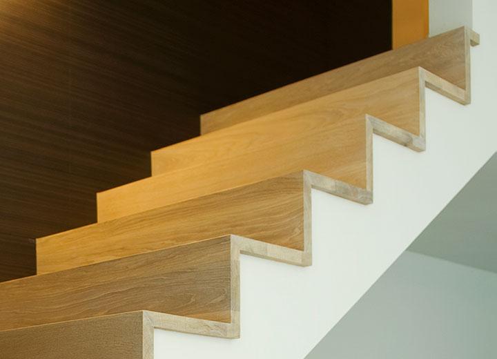 Moderne trap met een rechte hoek decotrap